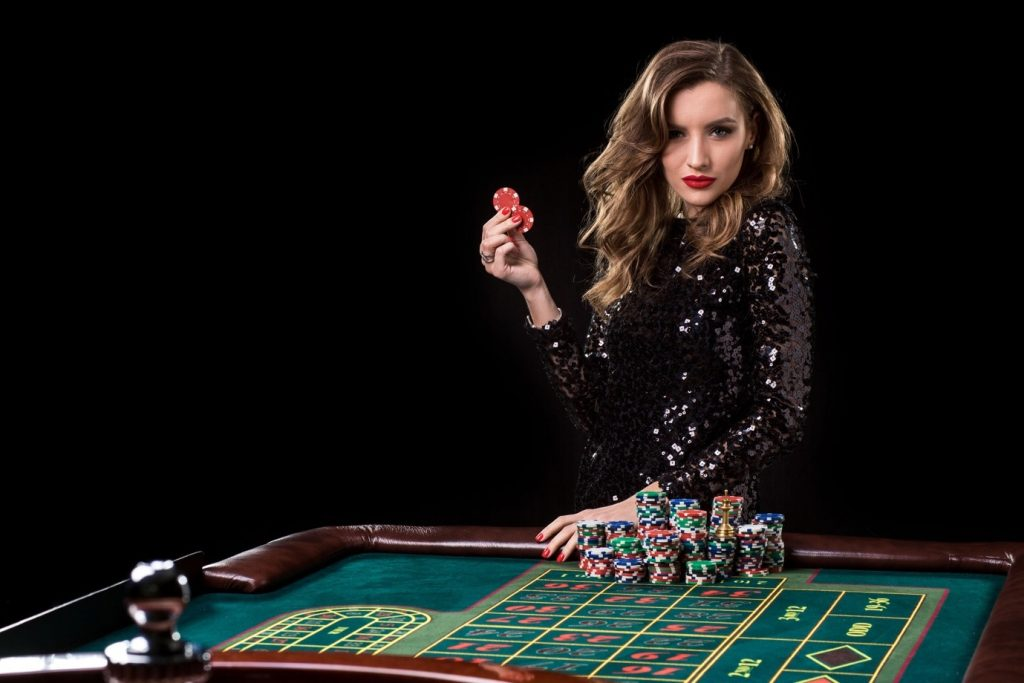 What are inside and outside bets in roulette?